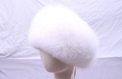 женская меховая белая шапка